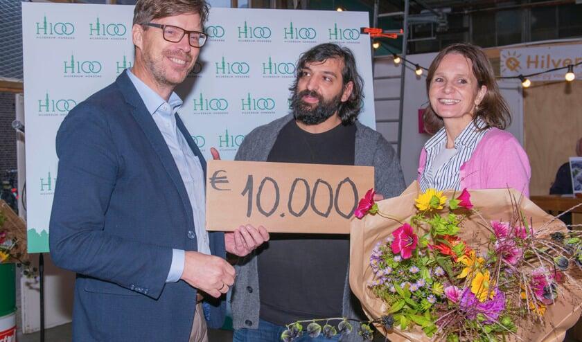 Een grote glimlach bij Gijsbert Jansen na het in ontvangst nemen van de hoofdprijs van de Hilversum 100 Challenge.
