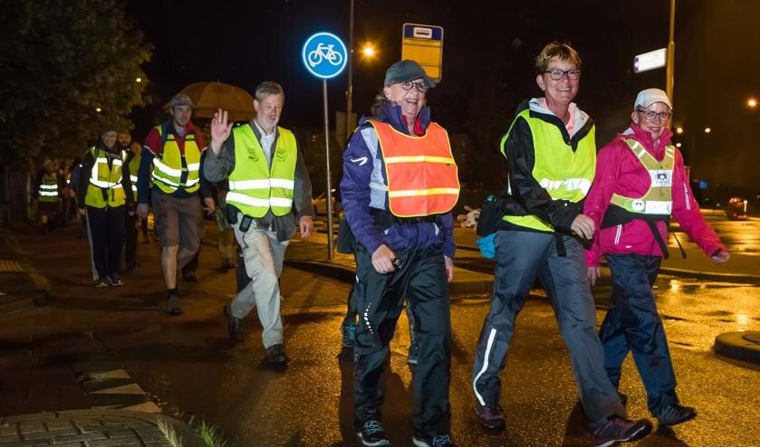 Wandelaars beginnen en eindigen in Hilversum.