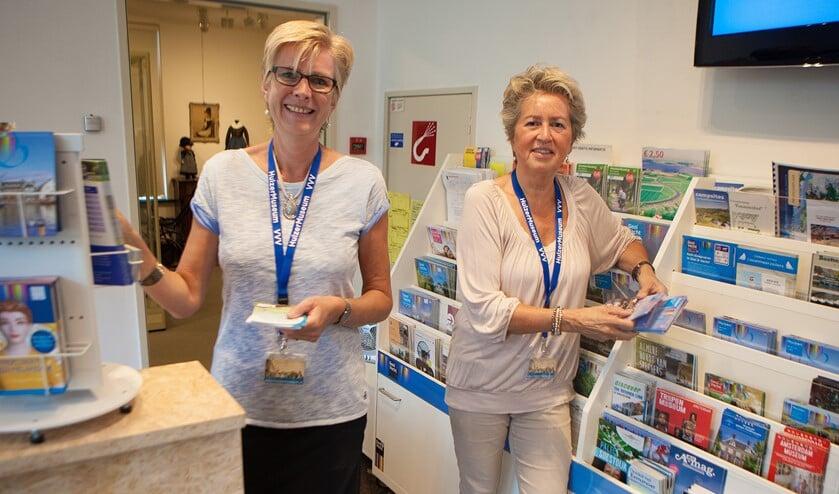 De VVV in het Huizer Museum kan dankzij vrijwilligers beperkt open.