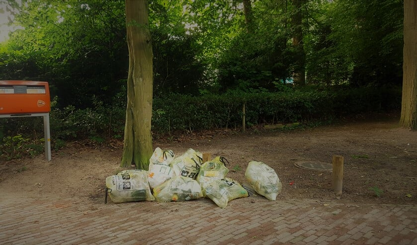 Dit trof Paul van der Maas aan vorige week zondag, volle PMD-zakken die niet waren meegenomen door de Gewestelijke Afvalstoffen Dienst (GAD).