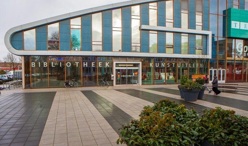 De bibliotheek in Huizen is gesloten, maar materialen kunnen thuis worden gebracht bij mensen uit kwetsbare doelgroepen.