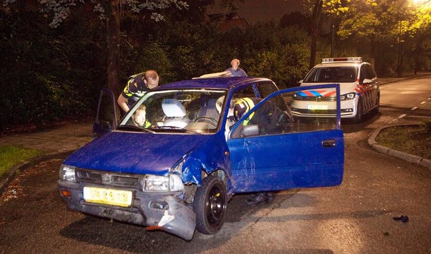 De gehavende auto waarmee de man in augustus vorig jaar een politiewagen ramde.