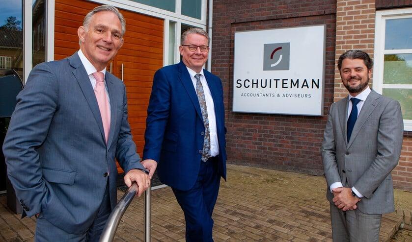 Enkele medewerkers van Schuiteman in Huizen.