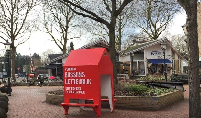 De bukbieb op het Julianaplein in Bussum