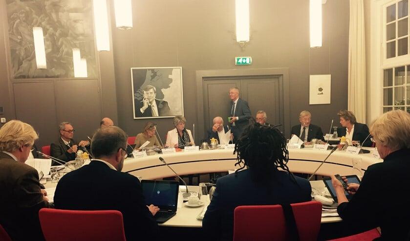 Tijdens een raadsvergadering van Laren.