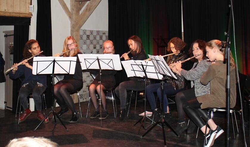 Dwarsfluit ensemble 'Sound of Silver' tijdens de Advent- en Kerstuitvoering in De Boerderij.