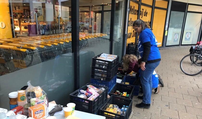 Net als vorig jaar hoopt de Voedselbank veel extra's in de pakketten te kunnen stoppen.
