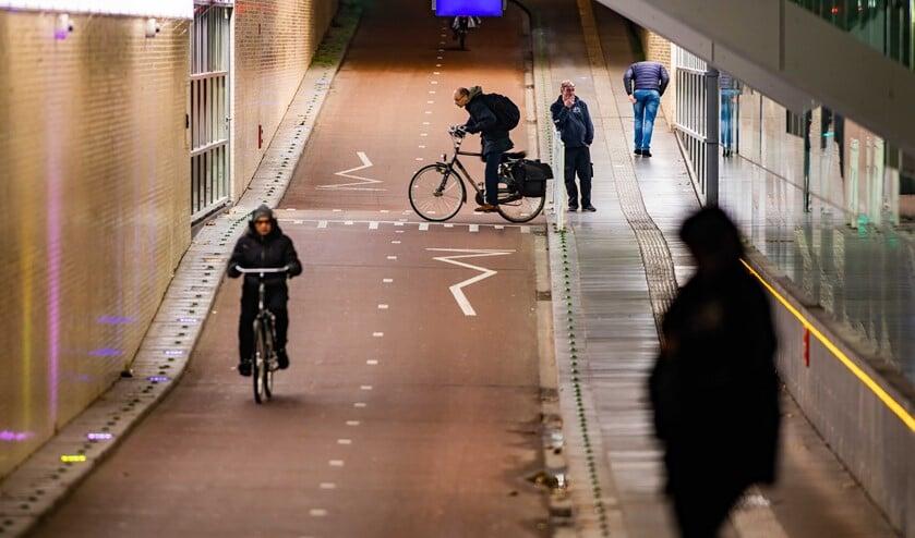 De stationstunnel. De mensen op de foto komen niet in het verhaal voor.