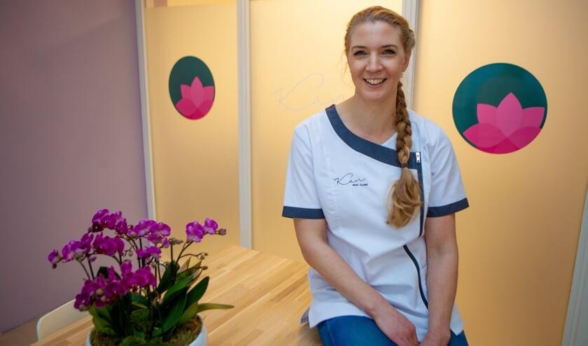 Huidtherapeute Angela Koenders in haar nieuwe praktijk.