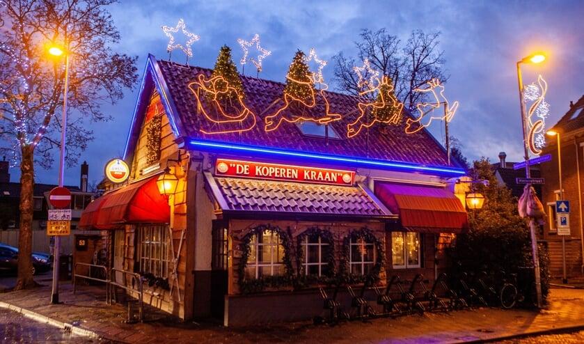 Café De Koperen Kraan is in kerstsfeer.