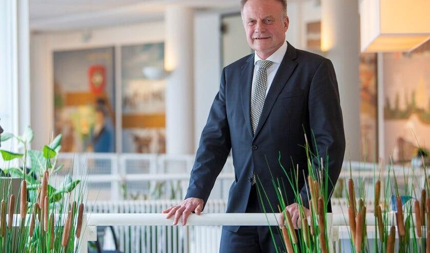 Sicko Heldoorn in het gemeentehuis van Huizen, waar hij ook waarnemend burgemeester was tot november 2019.