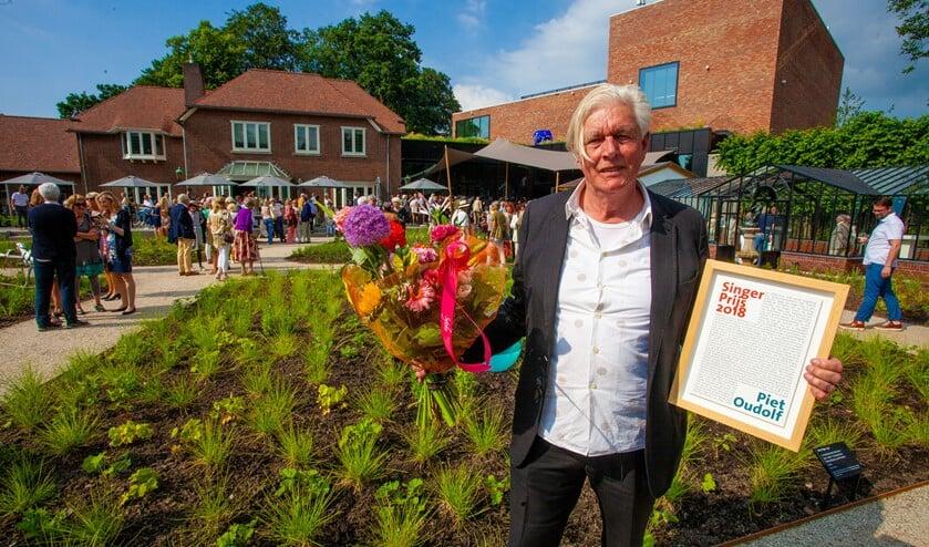 <p>Ontwerper Piet Oudolf in de tuin van Singer Laren.</p>