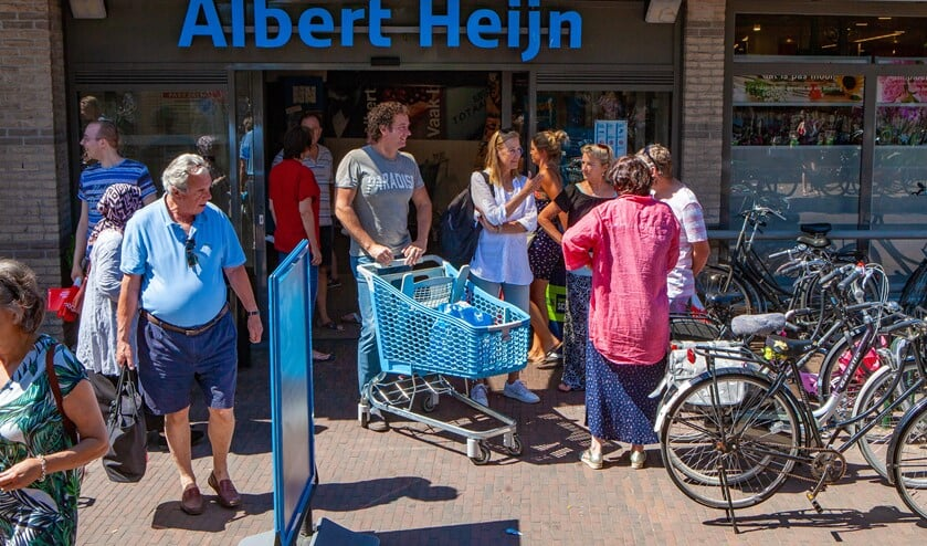 De drukte bij de eerste zondagsopenstelling van de winkels. Nu mag het tijdelijk langer om minder mensen tegelijkertijd in de winkel te hebben.