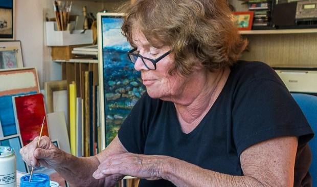 Ita Verwey in haar atelier.