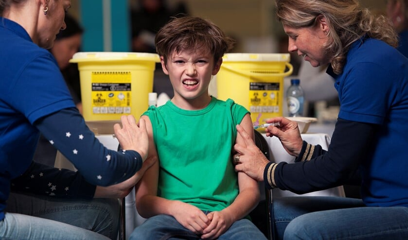 Het ziet er soms niet zo uit, maar voor kinderen is een vaccinatie eigenlijk een cadeau, vindt Huijgen.