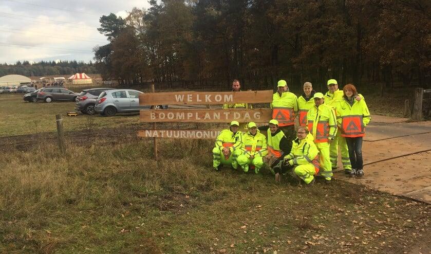 Groep verkeersregelaars uit Huizen tijden de Boomplantdagen in Apeldoorn