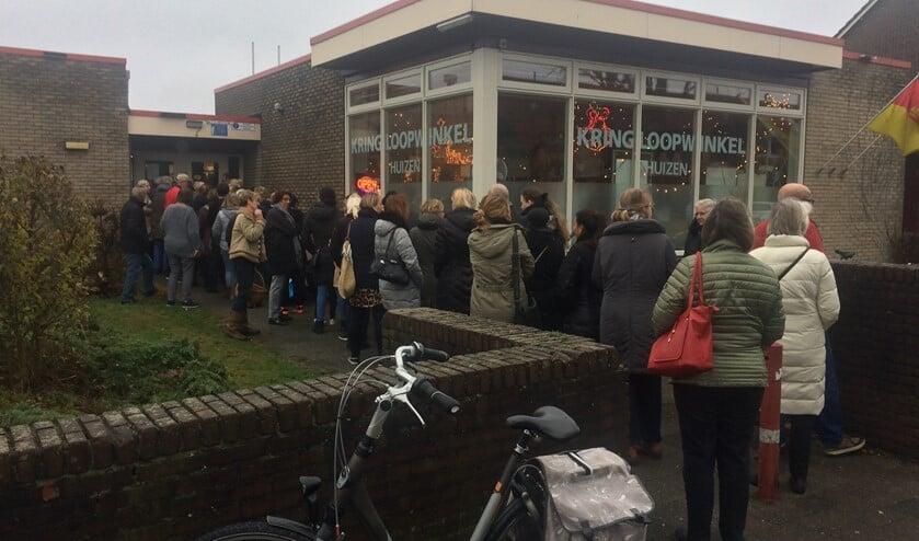 Kringloopwinkel Huizen maakt het mogelijk dat ook het Kunstcafé weer gehouden kan worden dit jaar.