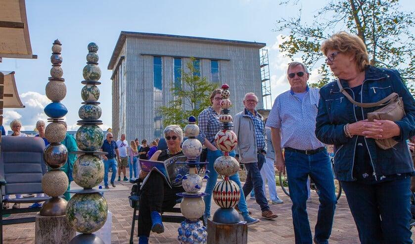De kunst- en cultuurmarkt staat ook dit jaar weer gepland tegelijkertijd met het Oldtimers Festival Huizen op 7 september.