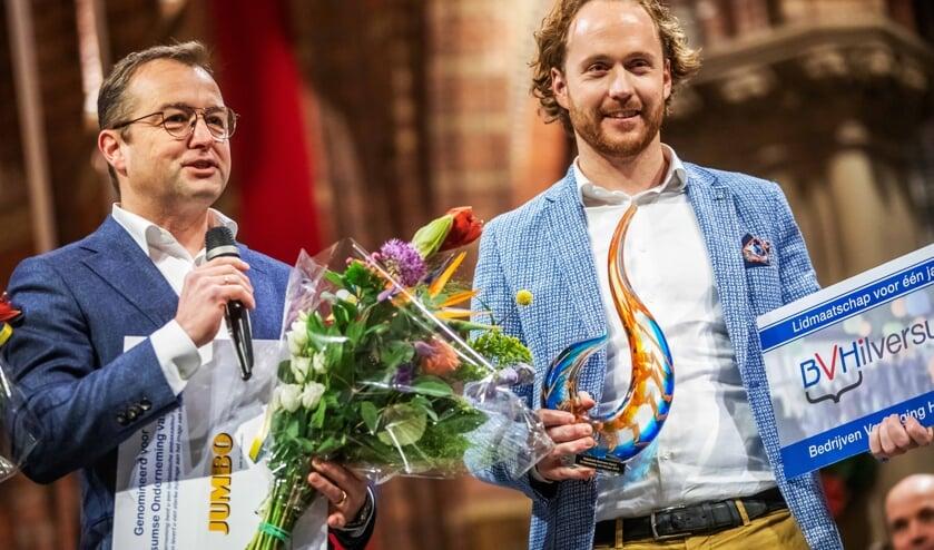 Carl van Dam en Sipke Schoonhoven nadat zij de prijs hebben ontvangen.
