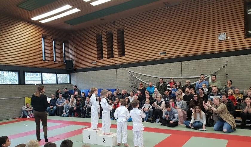 Veel ouders, broertjes en zusjes waren meegekomen om de deelnemers aan te moedigen.