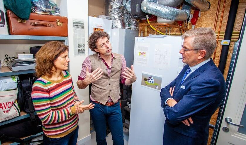 Wethouder Bert Rebel deed tijdens zijn bezoek aan een aardgasvrije woning in november vorig jaar een oproep voor energieambassadeurs.