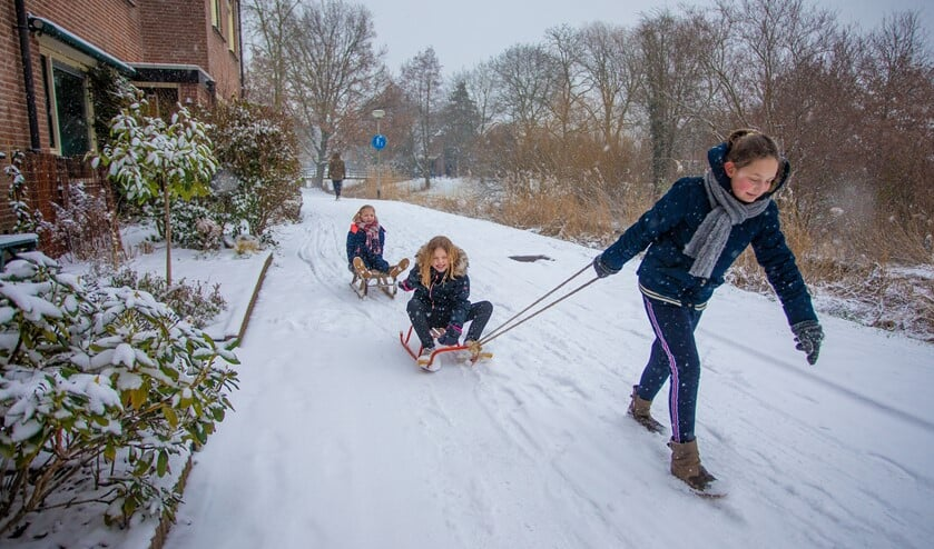 Naast overlast van de sneeuw, wordt er ook volop van genoten.