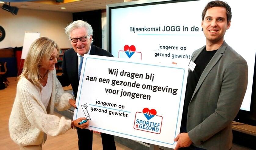 V.l.n.r.: Katja Andreae (Voedingsadviesburo Blaricum), wethouder Gerard Knoop en Nick Scholten (buurtsportcoach).