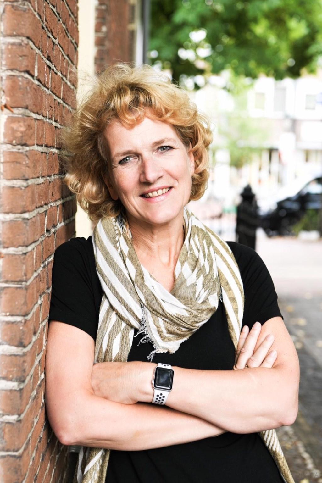 Petra Niehaus uit Eemnes ziet haar moeder genieten.  © Enter Media