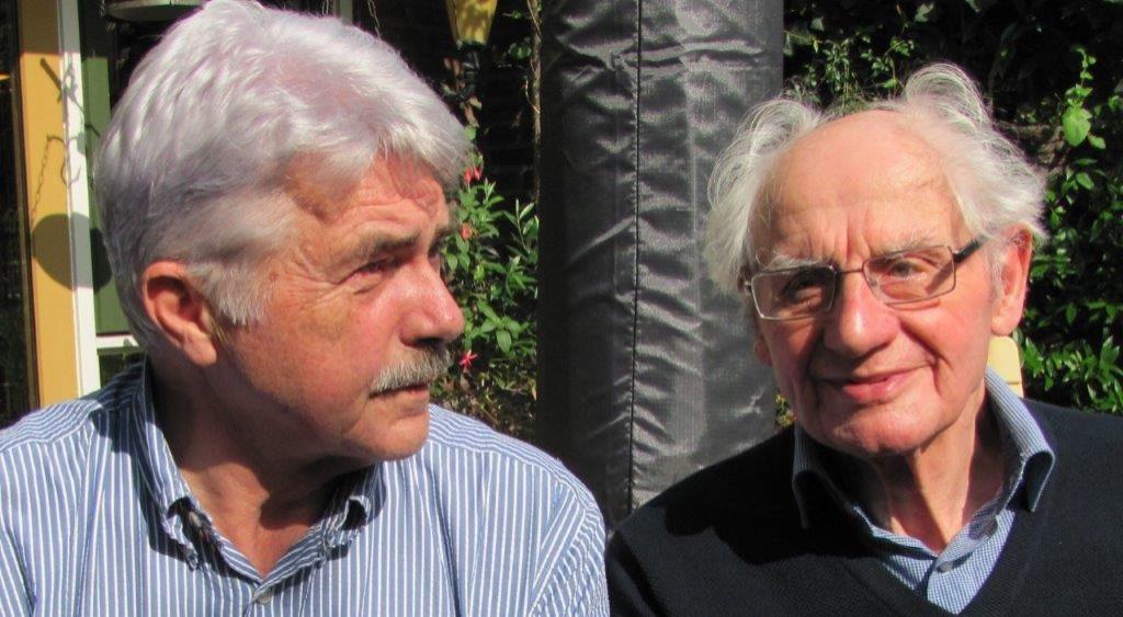 Martin Tulp (l) en 'Ome Jan' bij het weerzien 40 jaar nadat de eerste kaas werd besteld via een briefje in een tasje aan de deur.  © Enter Media