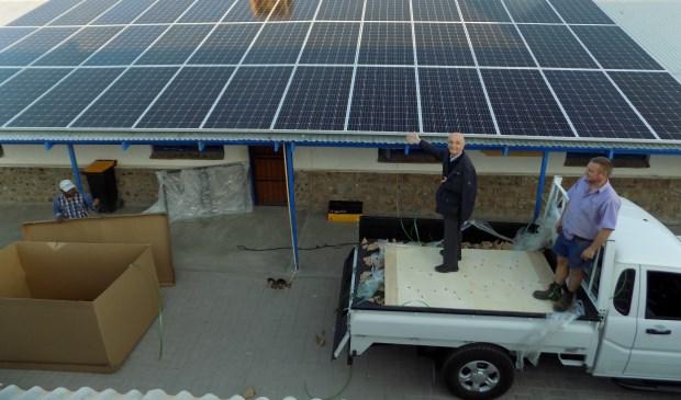 Aanleg zonnepanelen op school en kindertehuis in Friersdale.