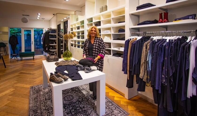 Sandra Mittendorff  in haar nieuwe winkel Ipsos by Cipela.