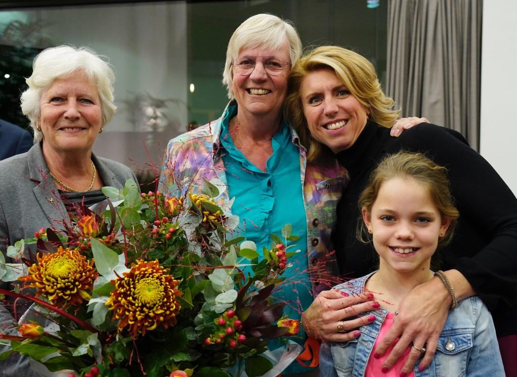 Mieke Bakker (m) met partner Anne-Marie Kennis en haar dochter en kleindochter. Foto: Yvonne Verburg © Enter Media