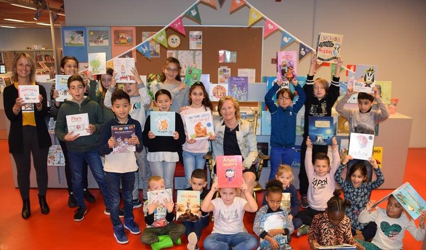 De leerlingen van de Kamperfoelieschool kregen vandaag hun gratis bibliotheekpas.