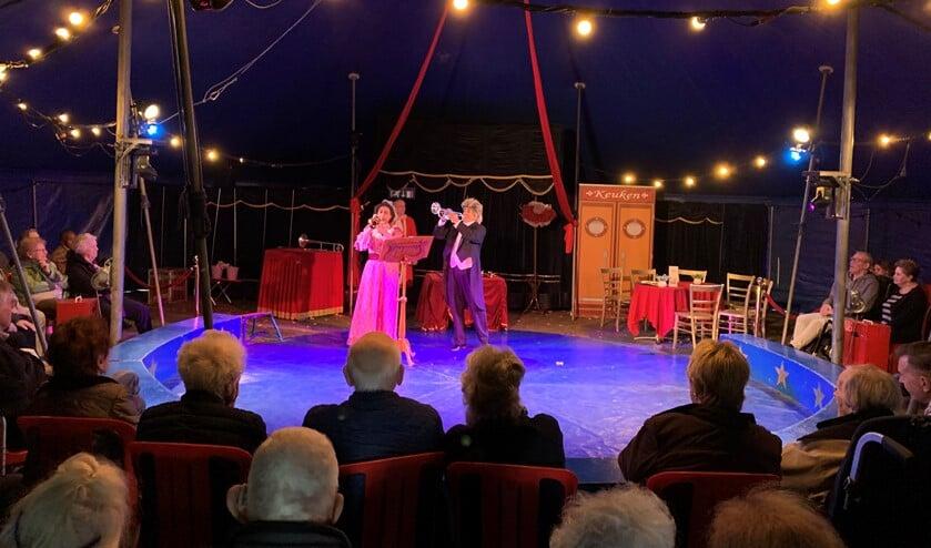 Een van de drie voorstellingen in het circus.