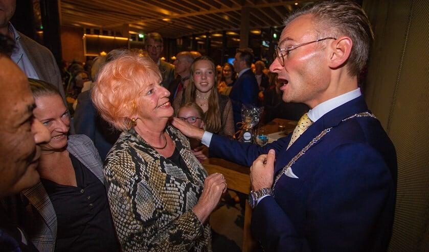 Kunstenares Marjolein Schiffers knoopte maar graag een praatje aan met 'haar' nieuwe burgervader.
