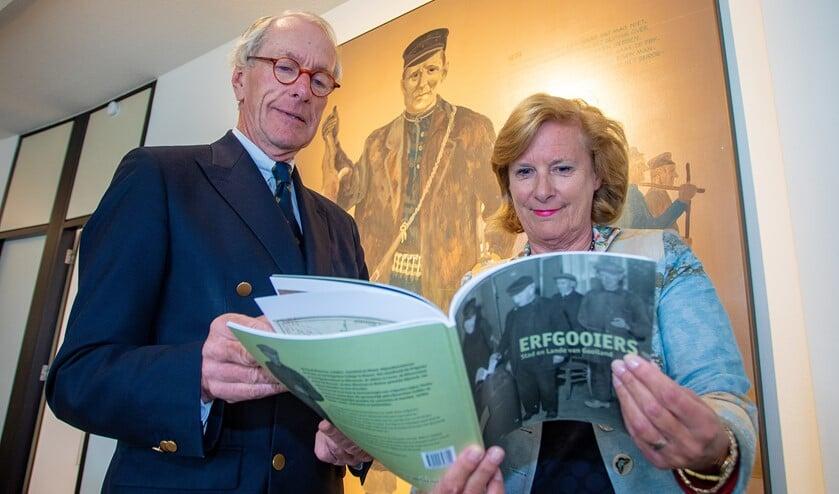 Frits van Dulm en wethouder Marlous Verbeek.