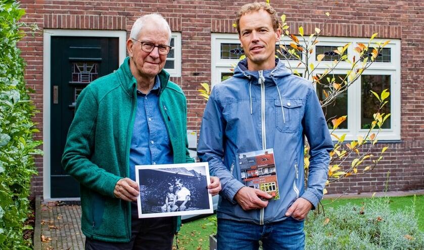 Na de tentoonstelling over struikelstenen hebben Jelte Rep (links) en Lourens Meeuwsen maandenlang onderzoek gedaan naar hun voormalige (over)buren.
