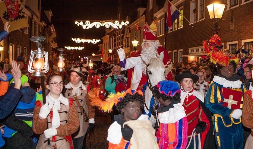 Ieder jaar de geweldige Sint, heel veel publiek, Pieten en gezelligheid.