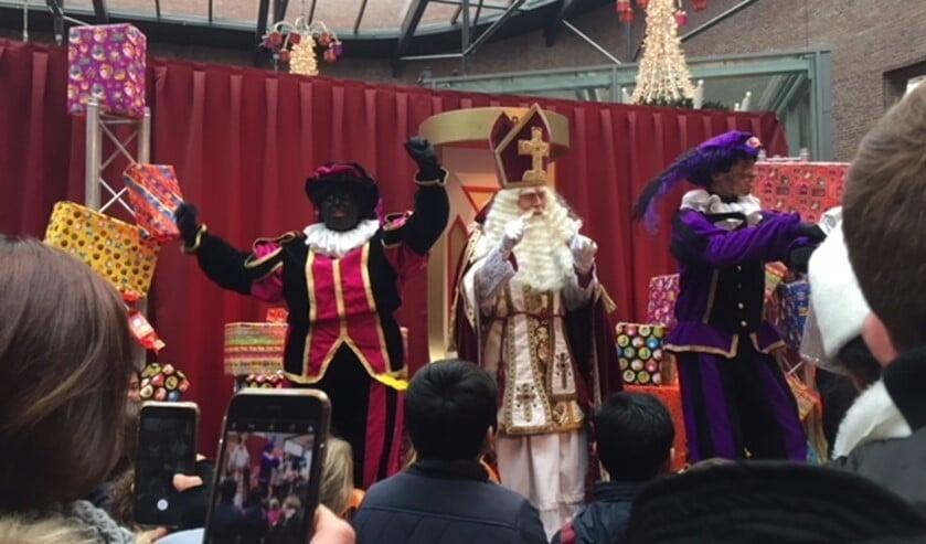 Sinterklaas bezocht ook vorig jaar winkelcentrum Diemerplein.