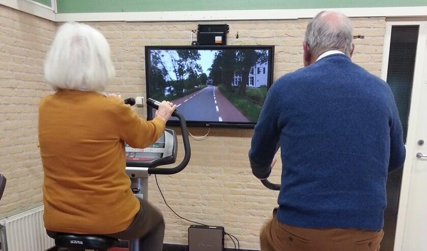 In De Zonnehoeve fietsen demente ouderen virtueel door de straten van Hilversum