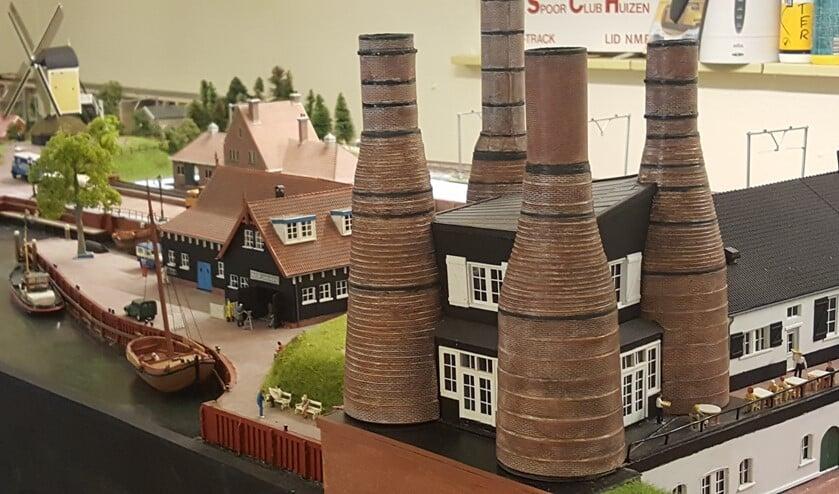 De Kalkovens, Botterwerf en Huizer Molen maken deel uit van de modelspoorbaan.