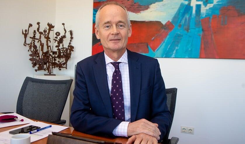 Burgemeester Niek Meijer wil de vernieler(s) van de bushokjes hoe dan ook vinden.