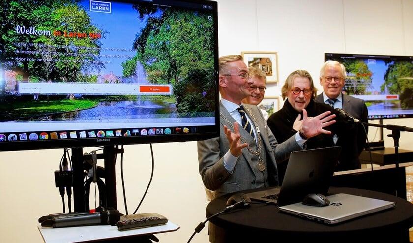 Tijdens de lancering van de Bijzonder Laren-website.