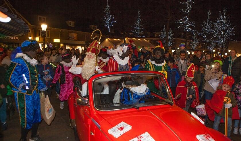 Sinterklaas komt altijd met een bijzonder vervoermiddel naar het Oude Dorp.