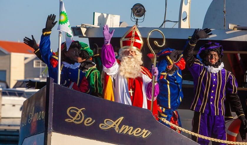 Op zaterdag 16 november komt Sinterklaas ook weer in Huizen aan.