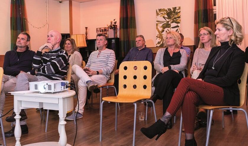 Aandachtig luisteren de aanwezige leden van de commissie Sociaal Domein.