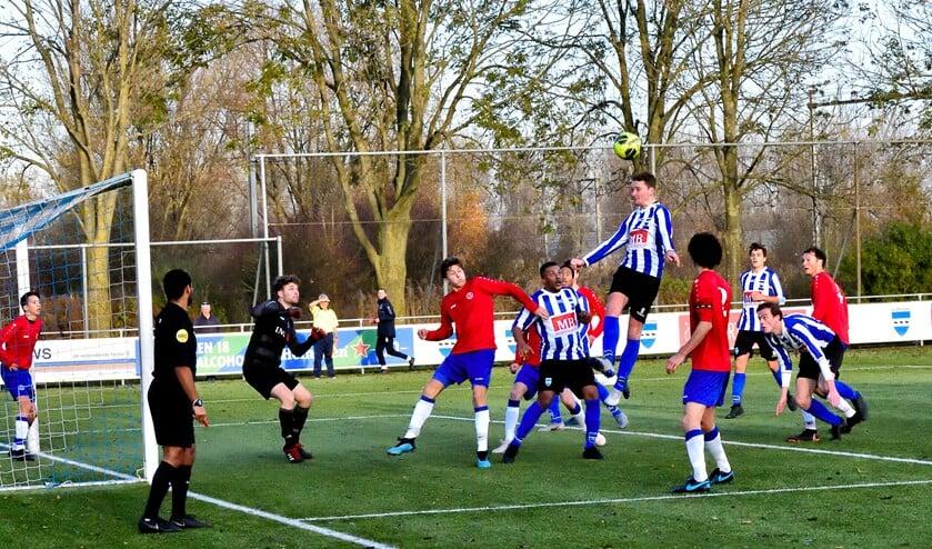 SV Diemen besliste duel in tweede helft.