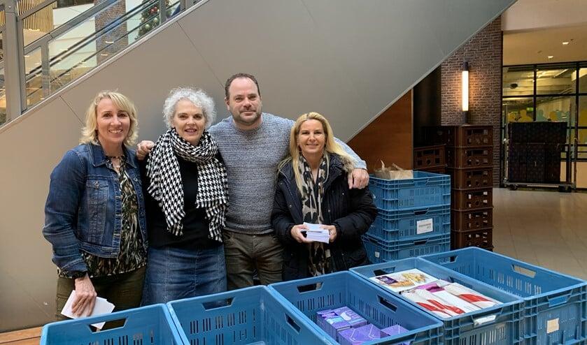 De vrijwilligers bij Albert Heijn in winkelcentrum Diemerplein.