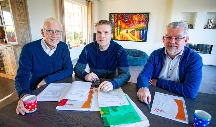 Het bestuur van SchuldHulpMaatje Eemnes. V.l.n.r.: Frans Hagens - secretaris, Michiel Thuijs - voorzitter, Bert Visser - penningmeester.