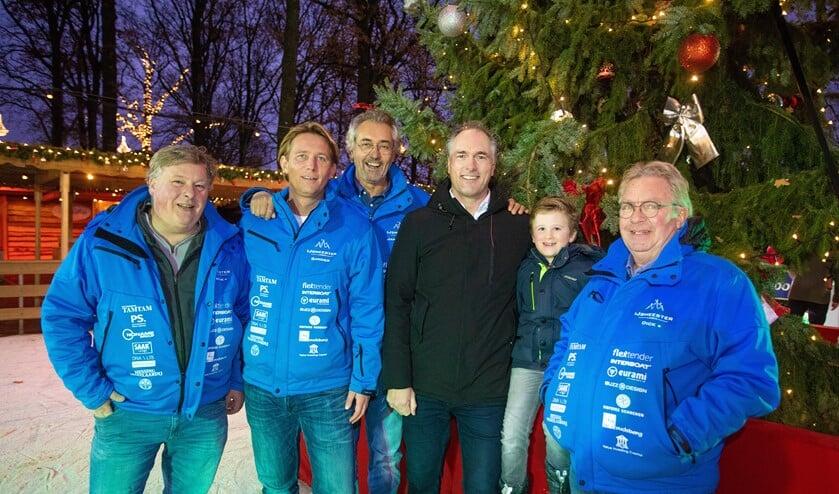 Sponsor Alfred Molenkamp met de ijsmeesters.